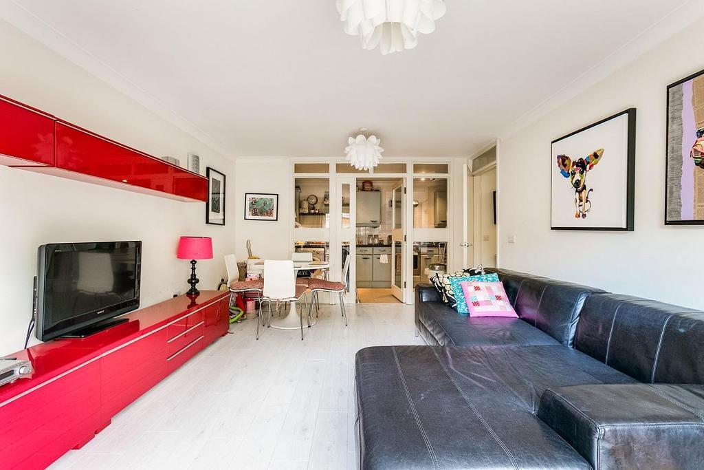 2 Bedrooms Flat for sale in Heathstan Road, Shepherds Bush, W12