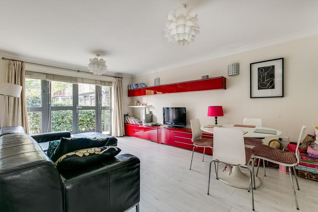 2 Bedrooms Flat for sale in Heathstan Road, Shepherds Bush