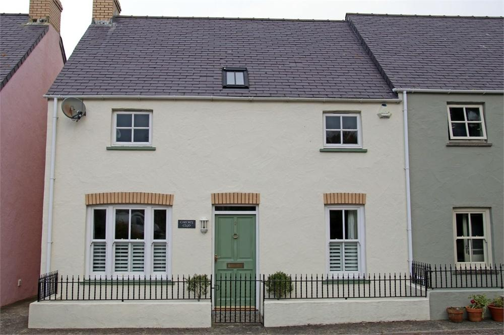 3 Bedrooms Semi Detached House for sale in Cartref Clyd, 3 Gerddi Windsor, Newport, Pembrokeshire