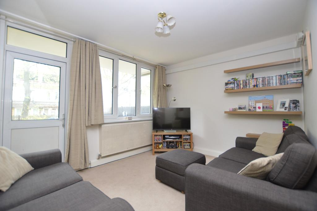 2 Bedrooms Flat for sale in East Surrey Grove London SE15