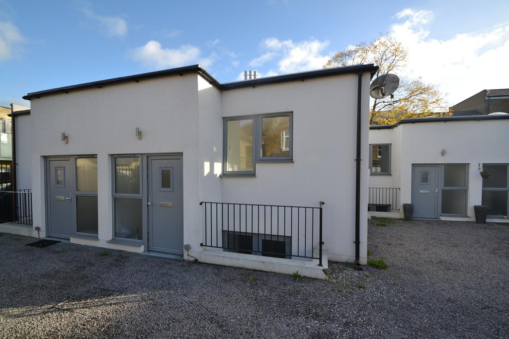 2 Bedrooms Terraced House for sale in Blagdon Road Lewisham SE13