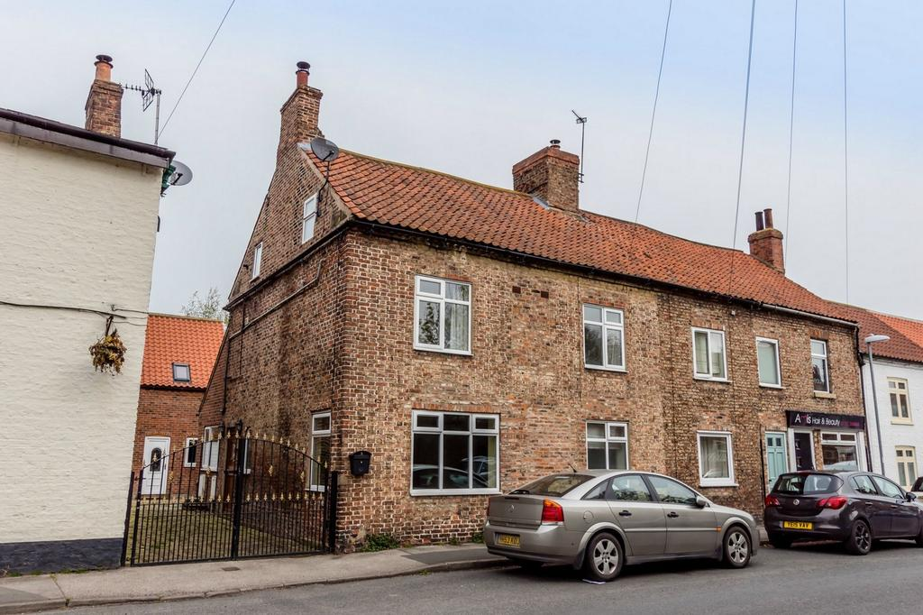 4 Bedrooms Semi Detached House for sale in Silver Street, Riccall, York