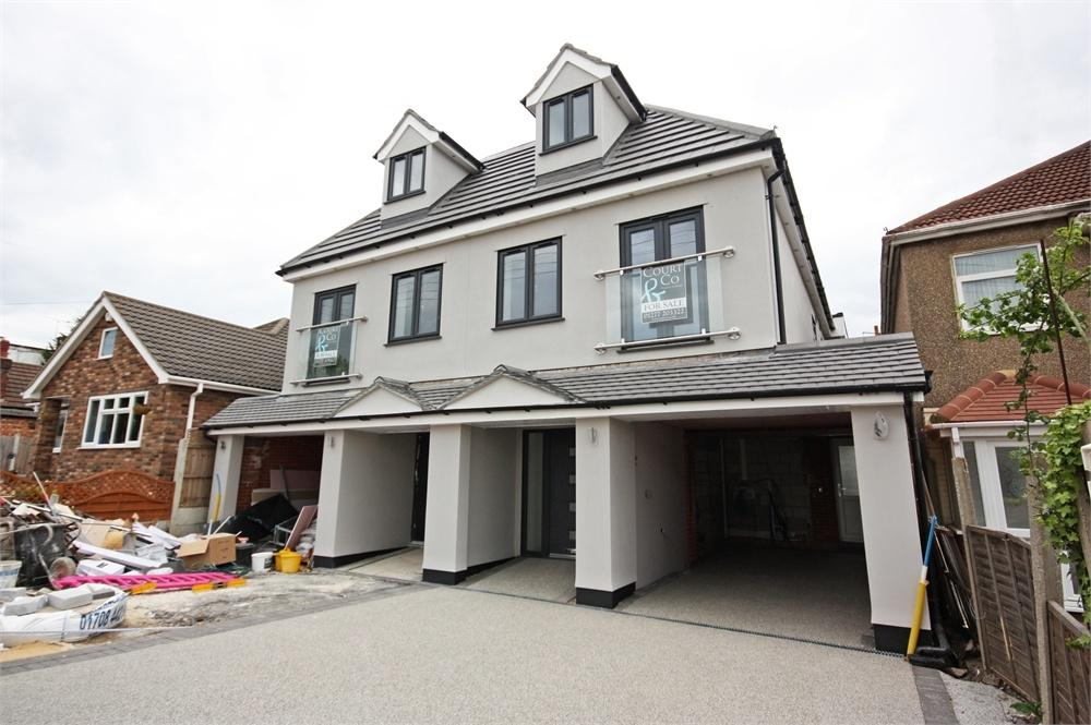 4 Bedrooms Semi Detached House for sale in BENFLEET, Essex