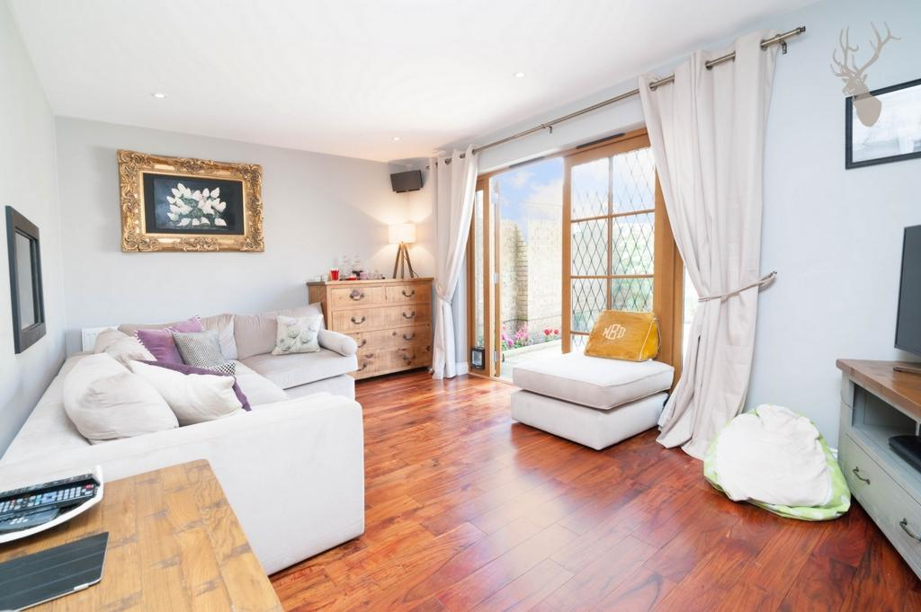 3 Bedrooms House for sale in Lelitia Close, Pownall Road, London Fields, E8
