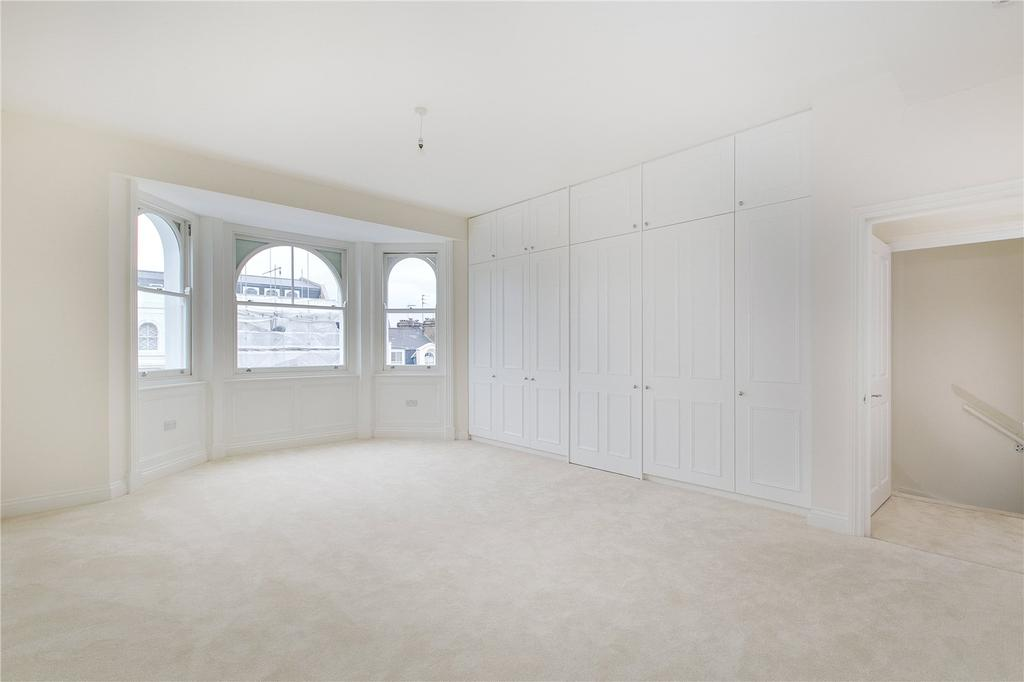 2 Bedrooms Flat for sale in Colville Road, Notting Hill, London