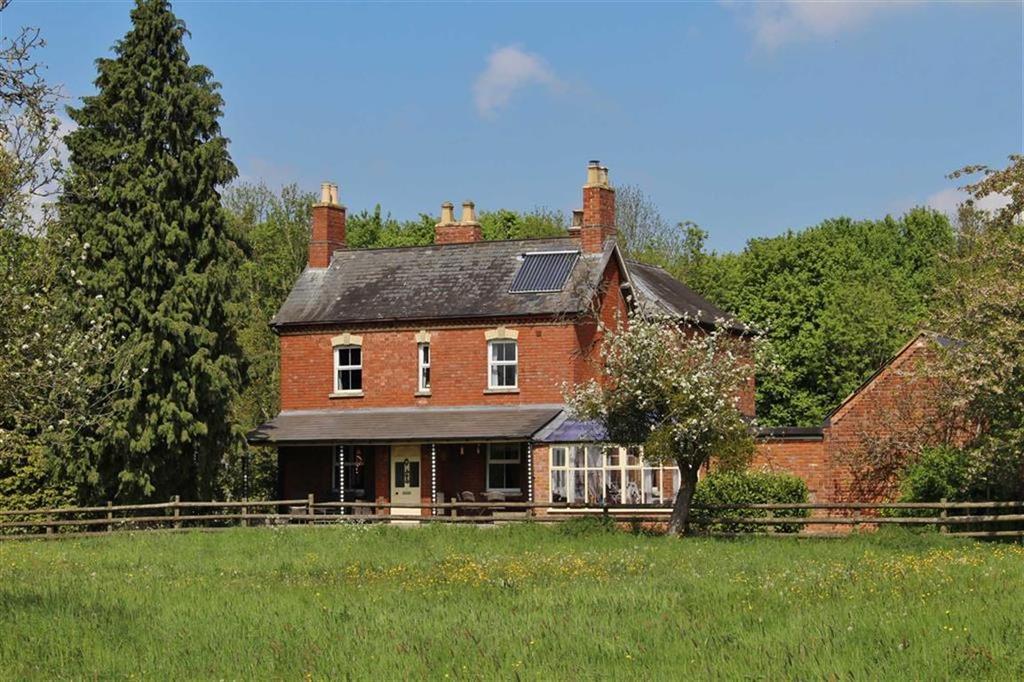 5 Bedrooms Detached House for sale in Sandhurst Lane, Sandhurst, Gloucester