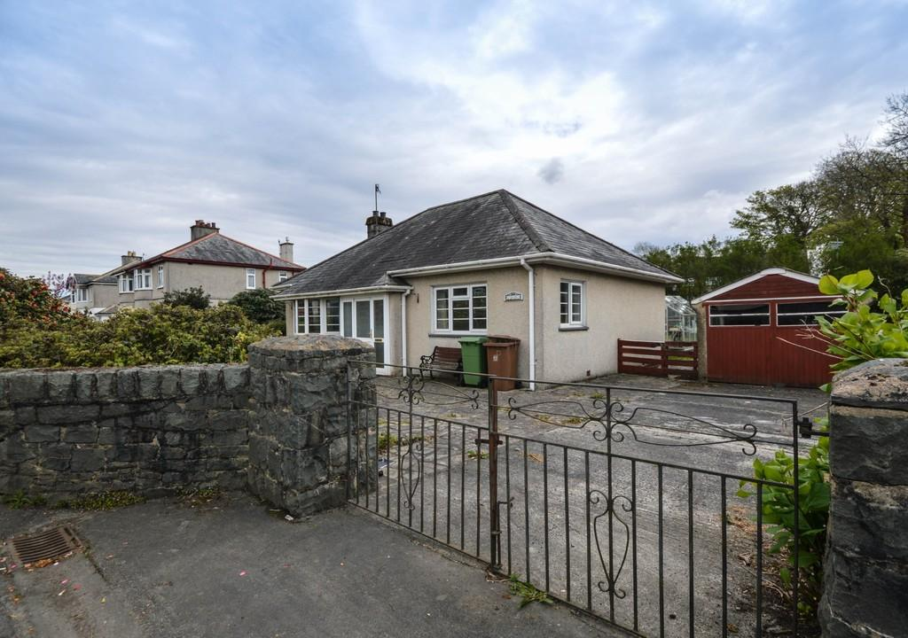 2 Bedrooms Detached Bungalow for sale in Minffordd Road, Penrhyndeudraeth, North Wales