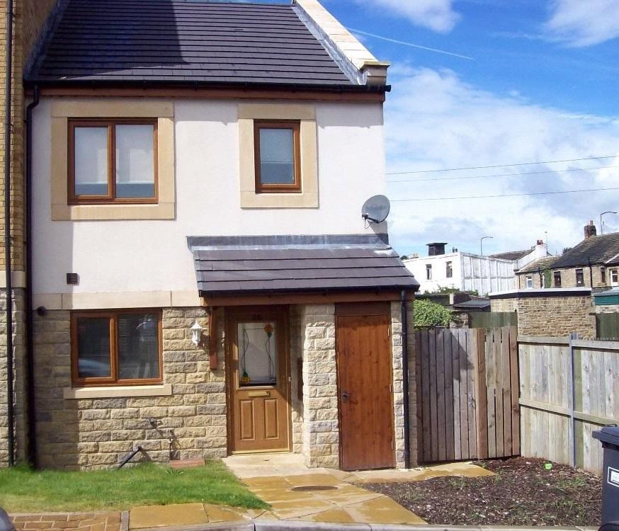 3 Bedrooms End Of Terrace House for sale in Greenlea Court, Dalton, Huddersfield, HD5
