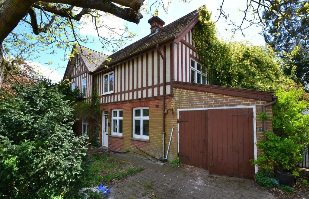 3 Bedrooms Semi Detached House for sale in Manor Road, Ipswich, Suffolk