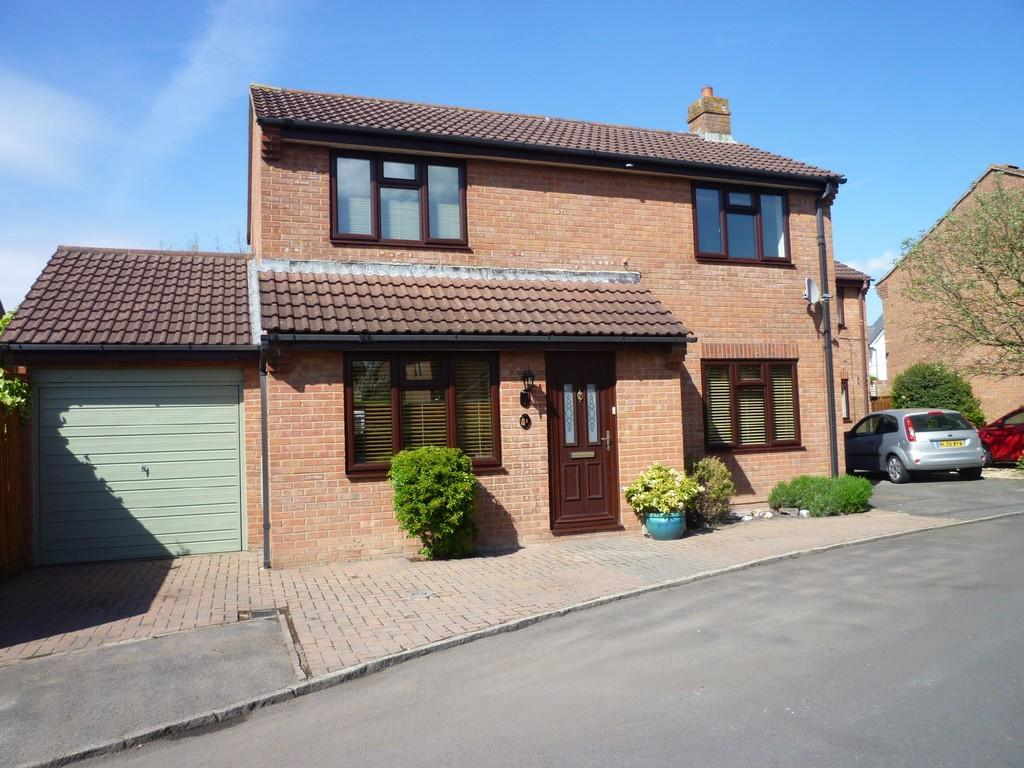3 Bedrooms Detached House for sale in Hampshire Gardens, Westbury