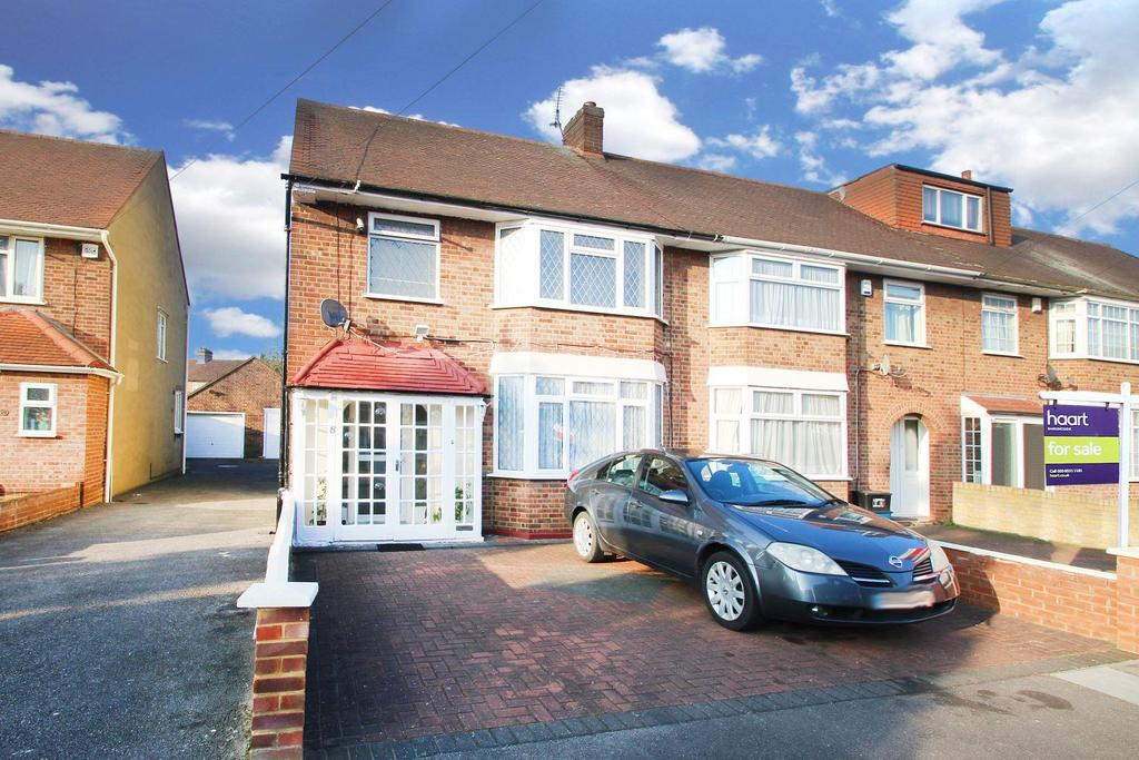 3 Bedrooms Semi Detached House for sale in Sandringham Close, Barkingside