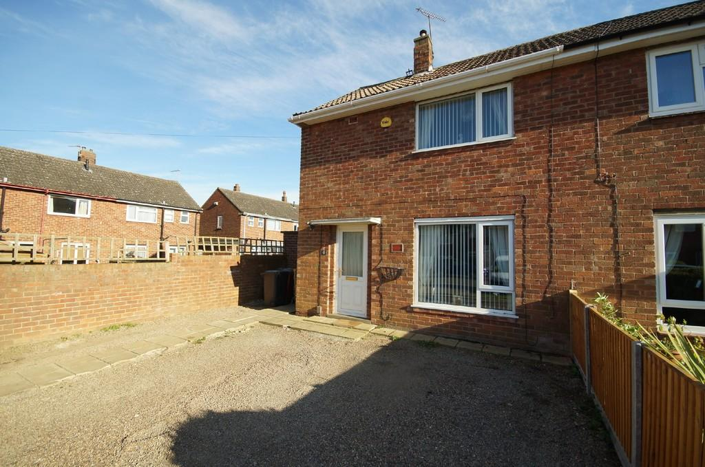 2 Bedrooms Semi Detached House for sale in Ruckland Avenue, Lincoln