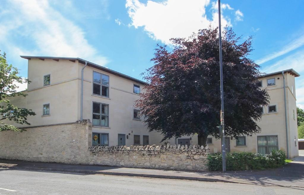 2 Bedrooms Apartment Flat for sale in St Martins Court, Midford Road, BATH