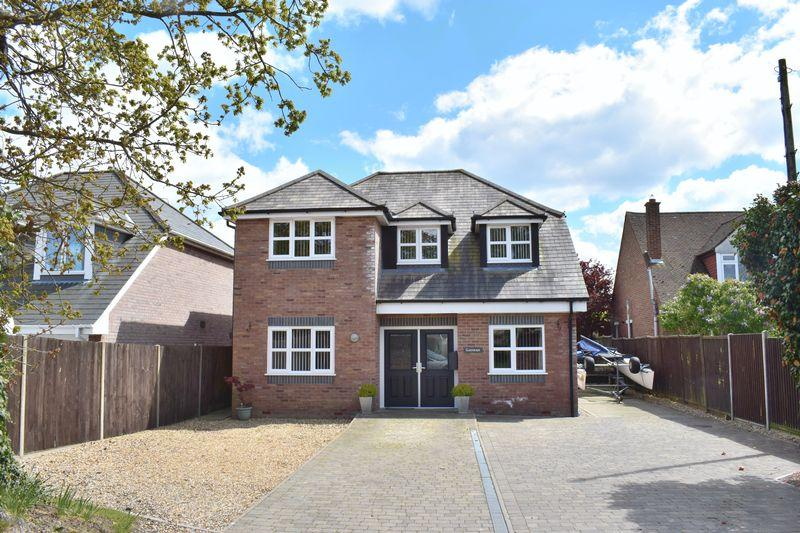 4 Bedrooms Detached House for sale in Blackfield Road, Southampton