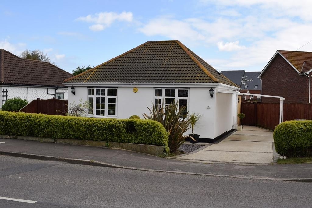 2 Bedrooms Detached Bungalow for sale in Church Lane, Holton-le-Clay