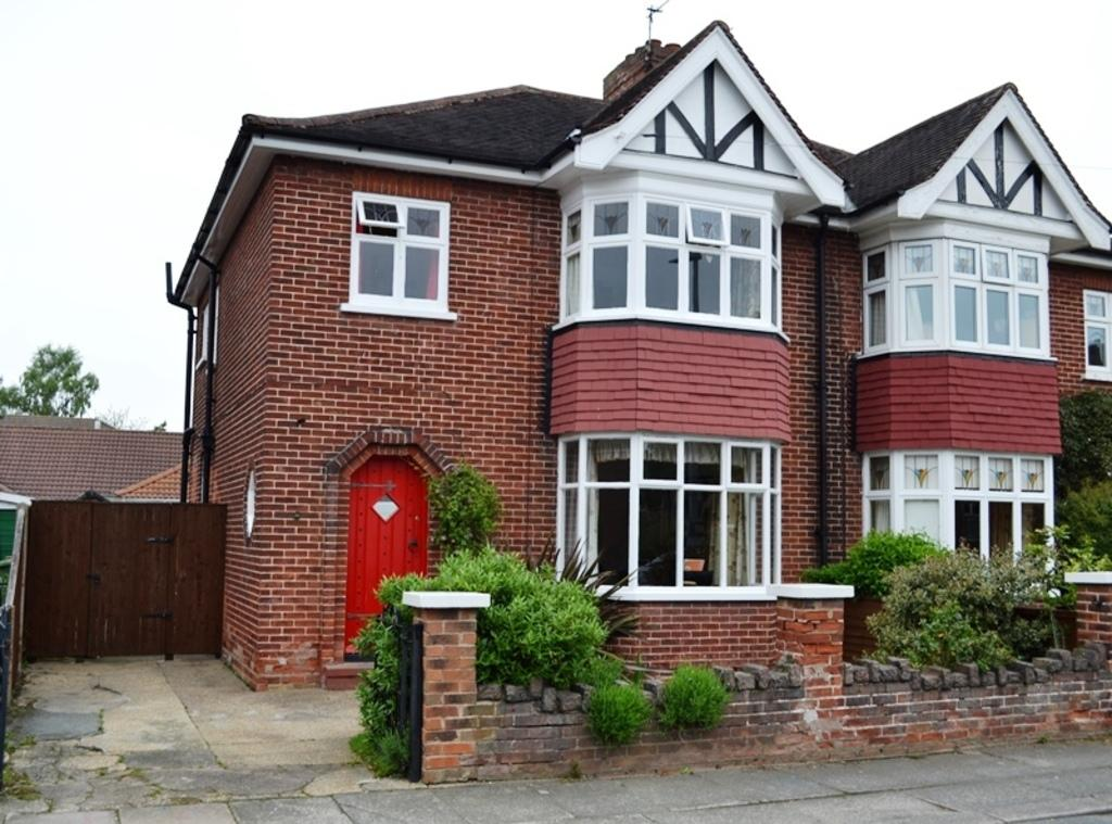 3 Bedrooms Semi Detached House for sale in College Street, Grimsby