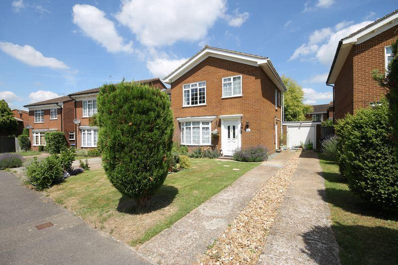 3 Bedrooms Detached House for sale in Mansion Close, Burgess Hill, West Sussex
