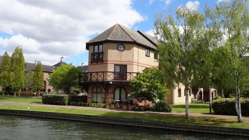 2 Bedrooms Apartment Flat for sale in Lawrence Moorings, Sawbridgeworth