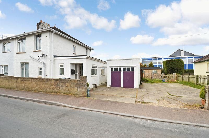 2 Bedrooms Semi Detached House for sale in Leaze Road, Kingsteignton