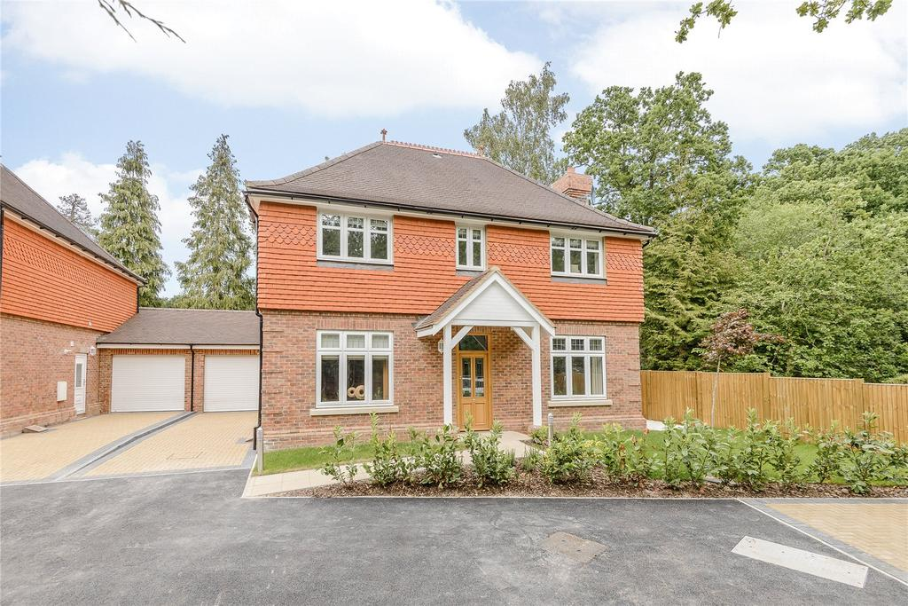 4 Bedrooms Detached House for sale in Fern Gardens, London Road, Ascot, Berkshire, RG12