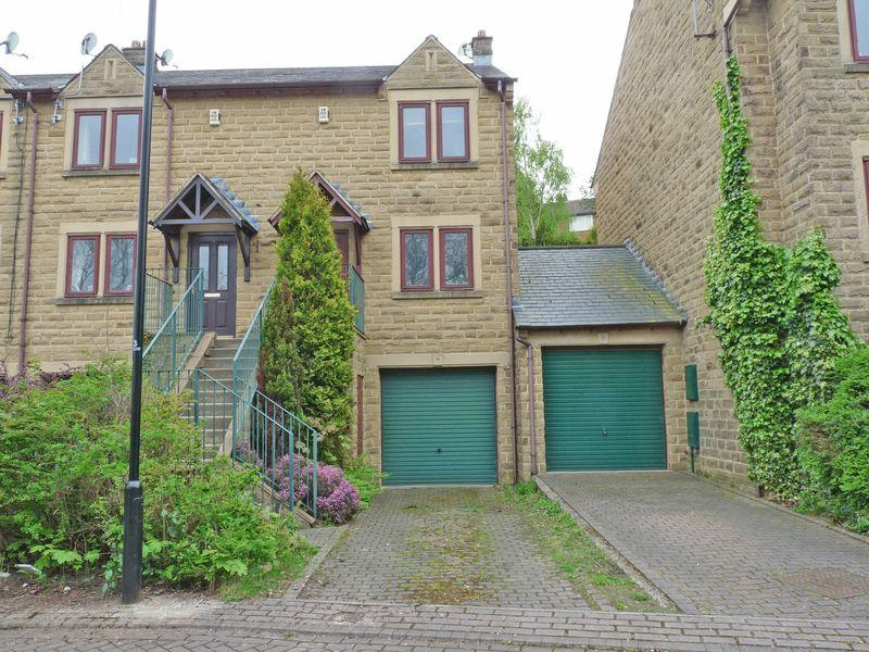 2 Bedrooms House for sale in Chiltern Court, Rodley, Leeds LS13 1PT2 Double Bedroom Town House with Tandem Garage