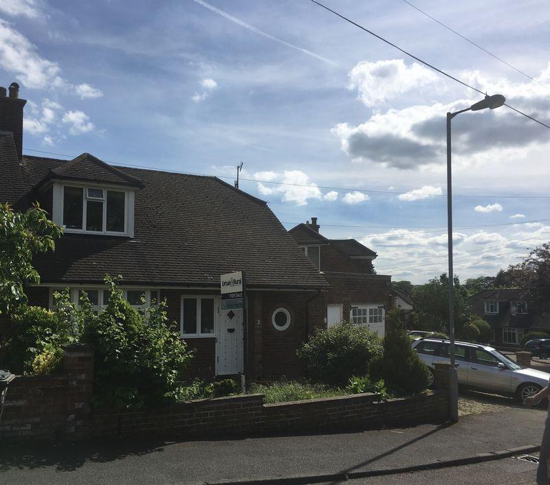 2 Bedrooms Semi Detached House for sale in Alwyn Close, Luton