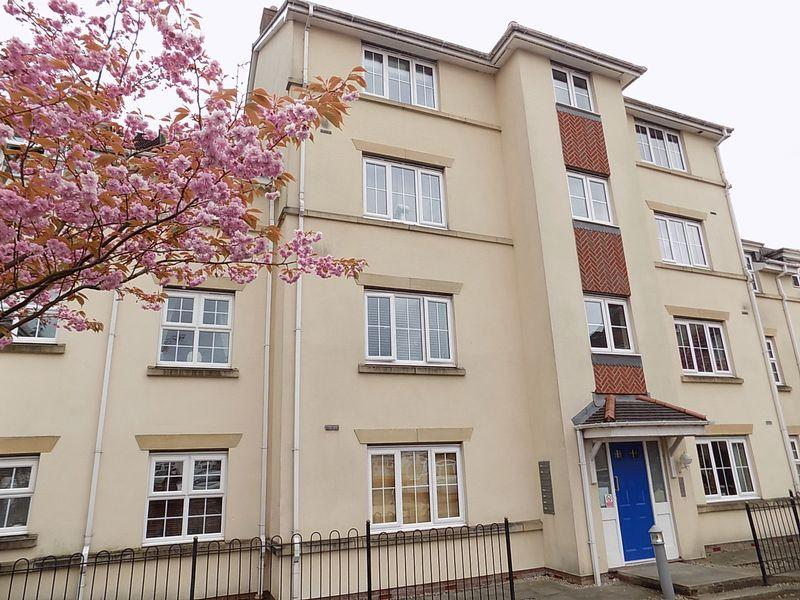 2 Bedrooms Flat for sale in Cravenwood Rise, Westhoughton