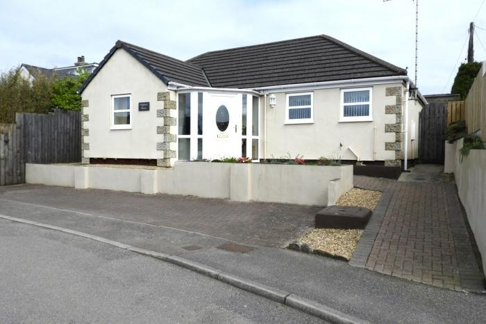 3 Bedrooms Bungalow for sale in PIPPINS, SANCTUARY LANE, HELSTON, TR13
