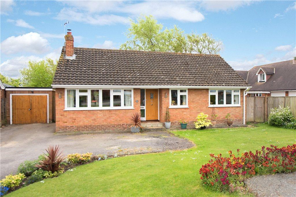 3 Bedrooms Detached Bungalow for sale in Golders Close, Ickford, Aylesbury, Buckinghamshire