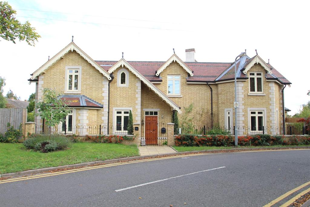 5 Bedrooms Detached House for sale in Ousebank Way, Stony Stratford, Milton Keynes