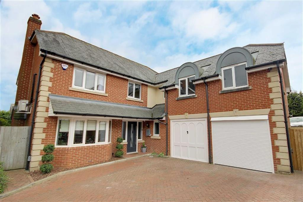 5 Bedrooms Detached House for sale in Hull Close, Cheshunt, Hertfordshire