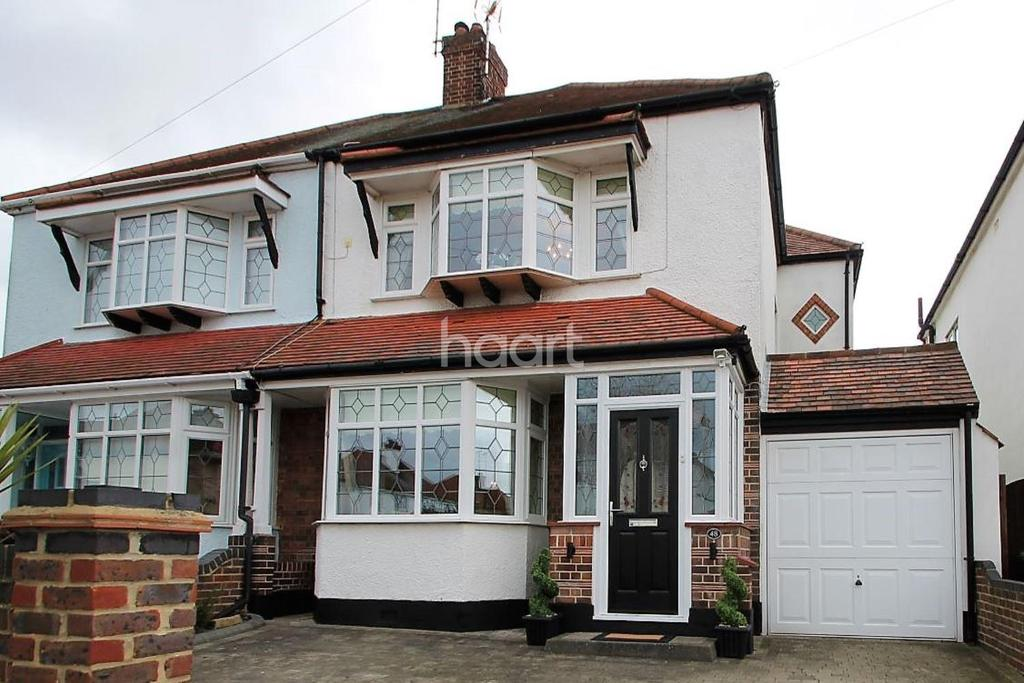 3 Bedrooms Semi Detached House for sale in Rutland Avenue, Southchurch