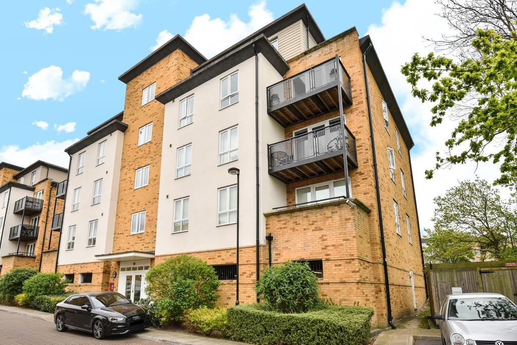 2 Bedrooms Flat for sale in Headingley Drive, Beckenham, BR3
