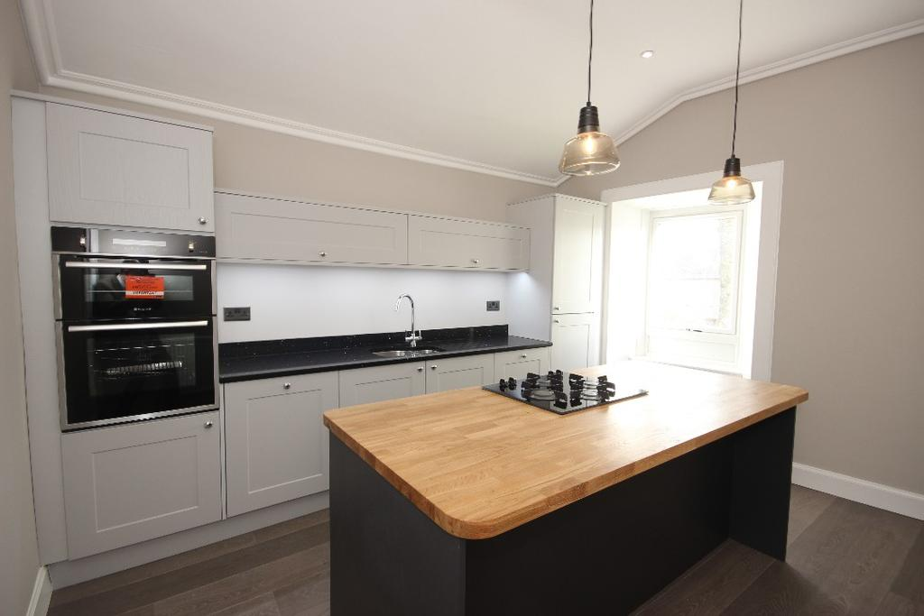 3 Bedrooms Flat for sale in High Street, Auchterarder , Perthshire , PH3 1AD