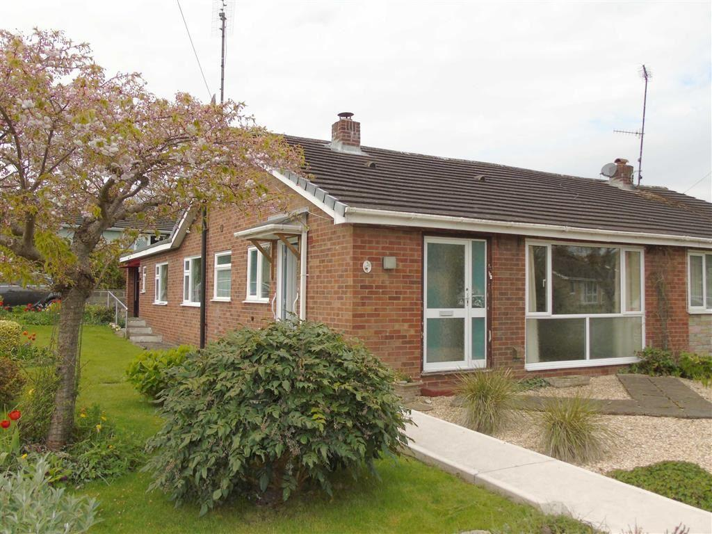 3 Bedrooms Semi Detached Bungalow for sale in 20, Chepstow Avenue, Guilsfield, Welshpool, Powys, SY21