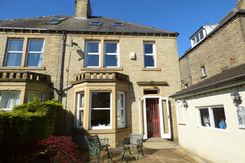 4 Bedrooms Semi Detached House for sale in Highland Ville, Hipperholme HX3
