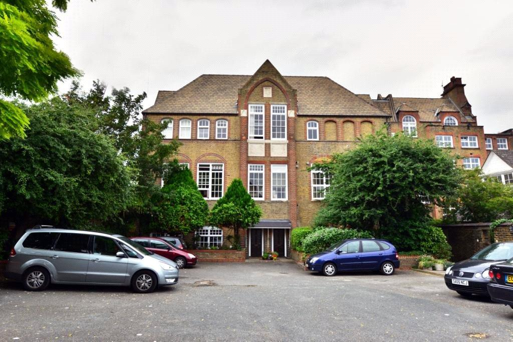 2 Bedrooms Flat for sale in Schoolbell Mews, London, E3
