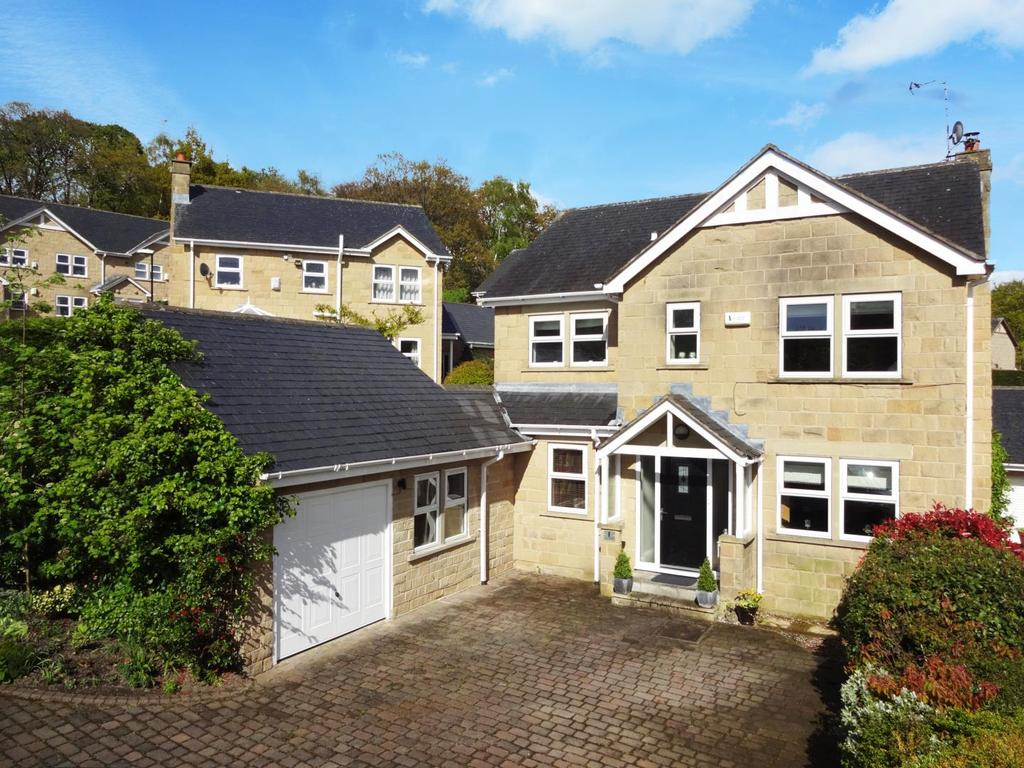 4 Bedrooms Detached House for sale in Newlay Wood Fold, Horsforth