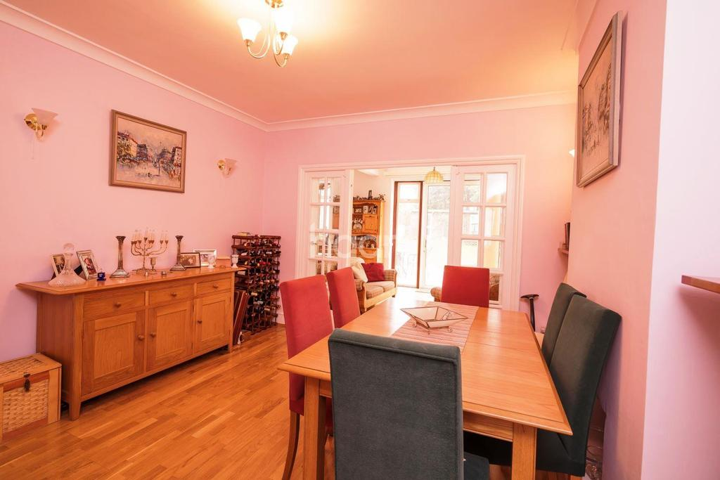 4 Bedrooms Detached House for sale in Draycott Avenue, HA3
