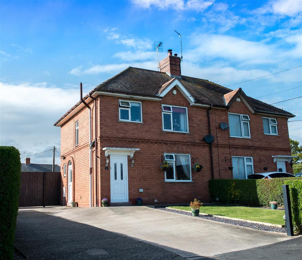 3 Bedrooms Semi Detached House for sale in Park Hall Oswestry