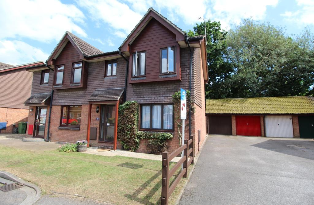 3 Bedrooms Semi Detached House for sale in Bishops Gate, Titchfield Common