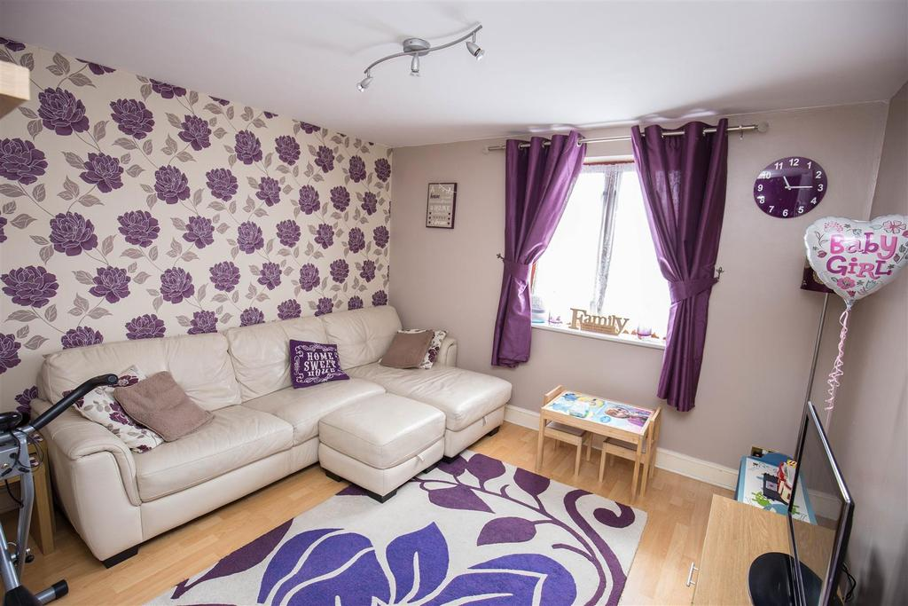 2 Bedrooms Flat for sale in Deringwood Drive, Downswood, Maidstone