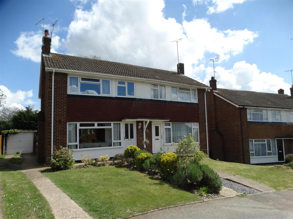 3 Bedrooms Semi Detached House for sale in Erin Way, Burgess Hill