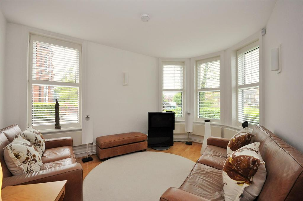 1 Bedroom Apartment Flat for sale in Grasmead House, Scarcroft Hill, York, YO24 1DF