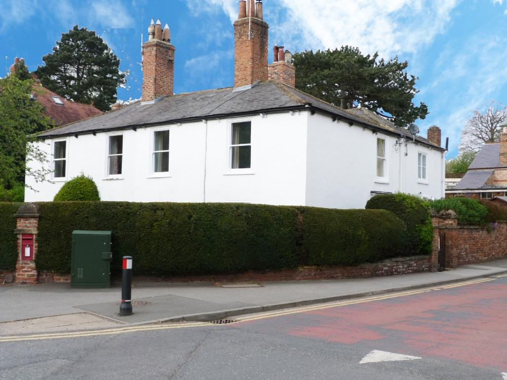 3 Bedrooms Semi Detached House for sale in Trinity Cottage 2 Kirkby Road Ripon HG4 2ET