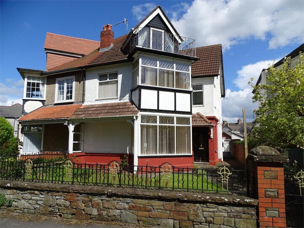 4 Bedrooms Semi Detached House for sale in 10 Parc Howard Avenue, Llanelli, Carmarthenshire