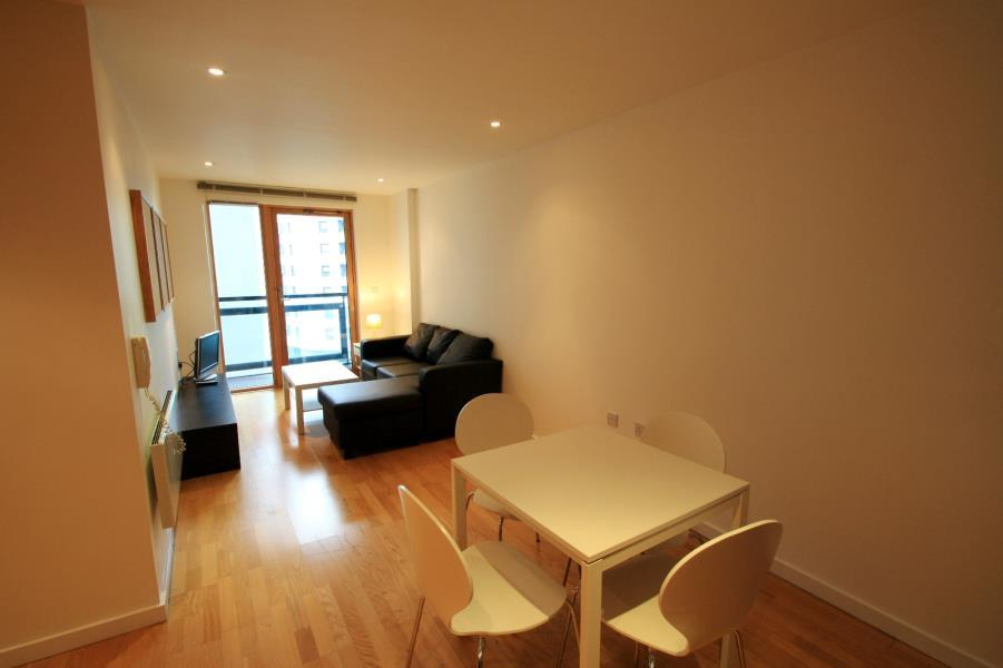 1 Bedroom Apartment Flat for sale in THE GATEWAY EAST, MARSH LANE, LEEDS, LS9 8AU