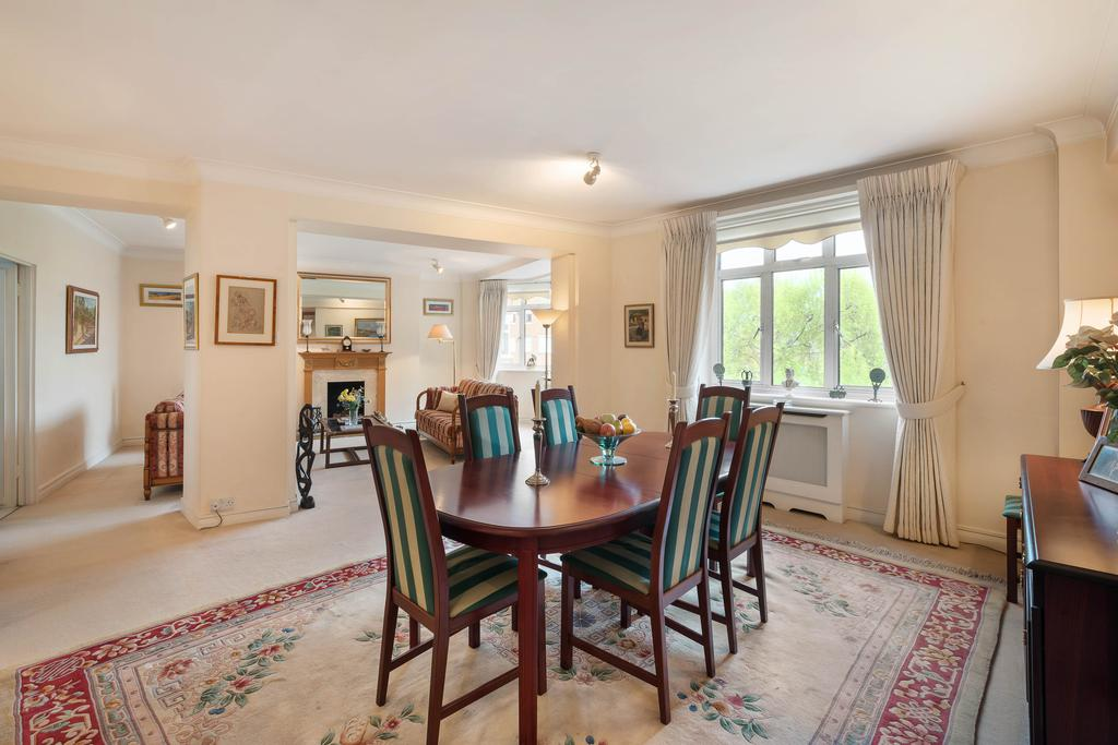 3 Bedrooms Flat for sale in Onslow Crescent, London. SW7