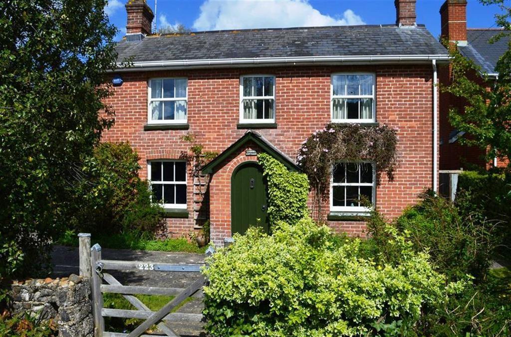 3 Bedrooms Detached House for sale in Wimborne Road West, Wimborne, Dorset