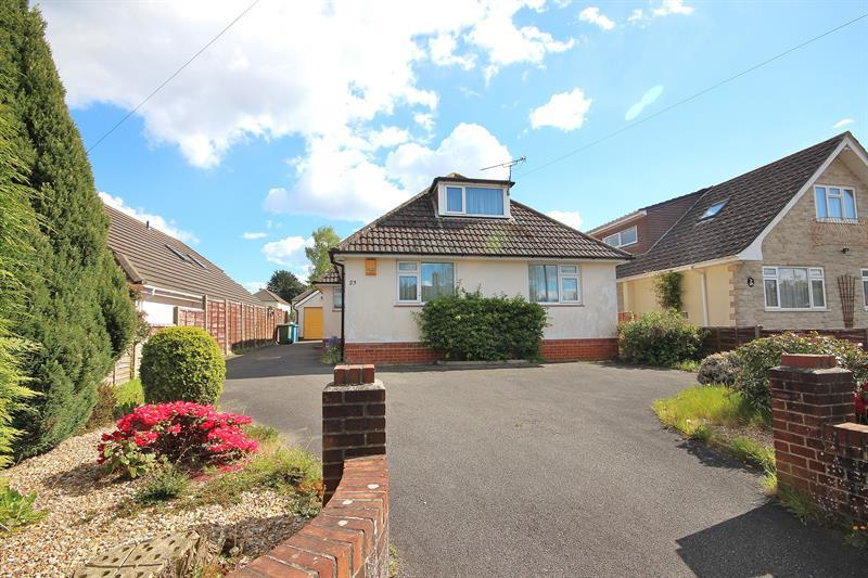 3 Bedrooms Detached Bungalow for sale in Cheam Road, Broadstone
